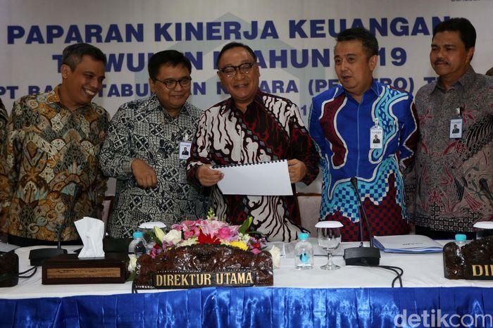 Direktur Utama PT Bank Tabungan Negara (Persero) Tbk. Maryono (tengah) bersama Jajaran Direksi Bank BTN Iman N. Soeko, dan Oni Febriarto kompak tersenyum di sela Konferensi Pers Paparan Kinerja Bank BTN Per 31 Maret 2019, di Jakarta, Selasa (23/4/2019).