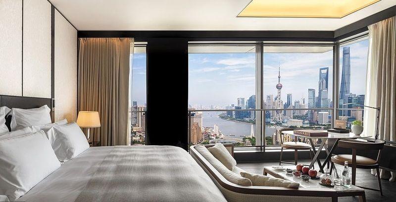 Kemudian ada Bulgari Hotel di Shanghai yang memiliki 48 lantai dan 82 kamar. Desain hotel yang simpel dan mewah membuatnya begitu spesial (Bulgari)