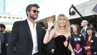 Miley Cyrus turut hadir menemani suaminya, Liam Hemsworth di acara Avengers: Endgame. Keduanya tampak sangat bahagia dan serasi. Foto: Getty Images