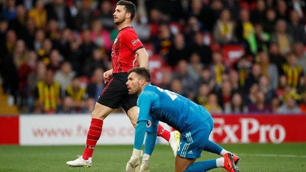 Shane Long mencetak gol ke gawang Watford saat laga baru berjalan 7,69 detik. (