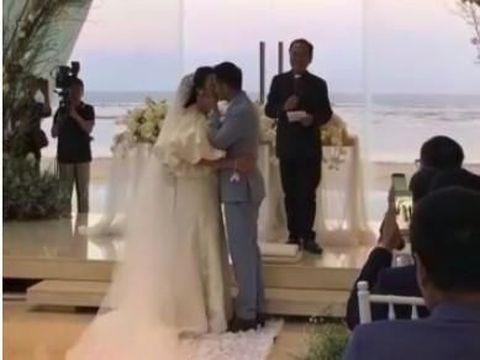Ciuman Ajun Perwira untuk Jennifer Setelah Pemberkatan