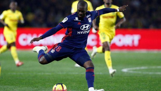 Tanguy Ndombele jadi 'nyawa' Lyon di lini tengah. (