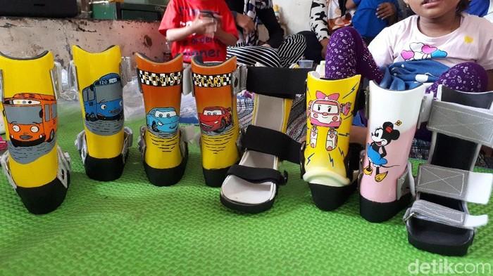 Sepatu ortosis untuk anak-anak pengidap cerebral palsy (Foto: Widiya Wiyanti/detikHealth)