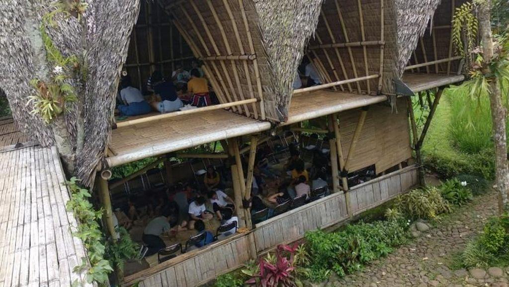 Belajar Kerajinan Bambu di Omah Yudhi Temanggung