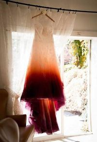 Wanita Dikritik Karena Gaun Pengantinnya Dianggap Mirip Pembalut Berdarah