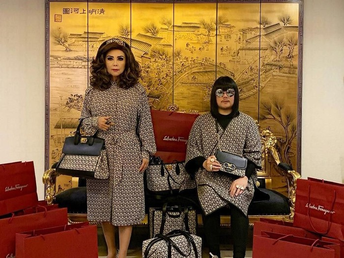 Peepy and Mother Lee, duo ibu dan anak yang selalu tampil matching dengan busana branded. Foto: Dok. Instagram @peepy_and_mother_lee