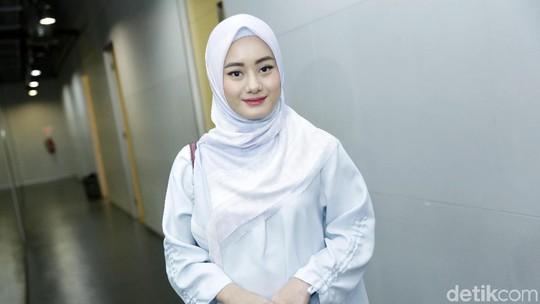 Dinda Hauw, Pilih Berhijab Usai Mimpi Meninggal