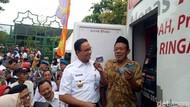 Anies Bagikan 40 Ribu Kartu Lansia Jakarta