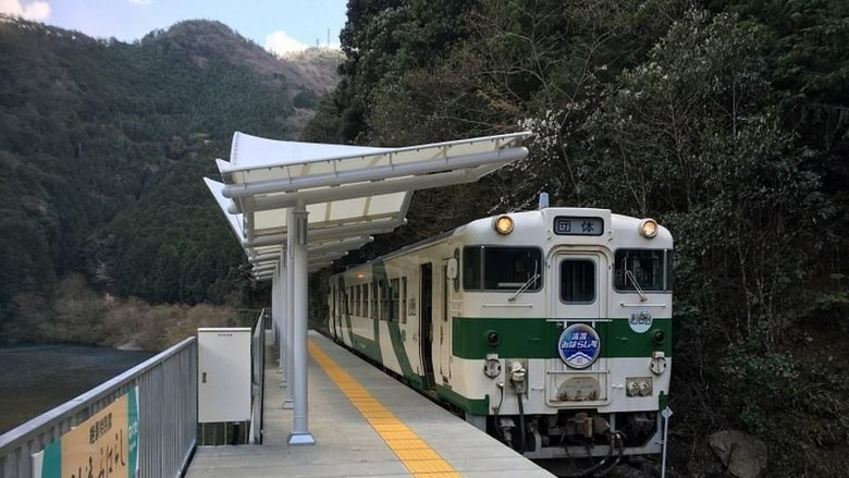 Stasiun Seiryu Miharashi yang unik di Jepang (dok. Nishikigawa Railway)