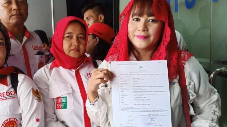 Dewi Tanjung Serahkan Video Seruan People Power Eggi Sudjana ke Polisi