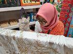 Keindahan Batik Khas Bekasi dari Tangan Terampil Difabel