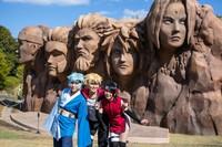 Sesuai dengan namanya, di sini kamu bisa melihat semua hal yang berhubungan dengan karakter manga Naruto. Seperti gerbang Desa Konoha, Hokage Rock, Hidden Leaf Village, serta patung-patung mahluk yang ada dalam cerita Naruto. (Nijigen no Mori/Facebook/Twitter)