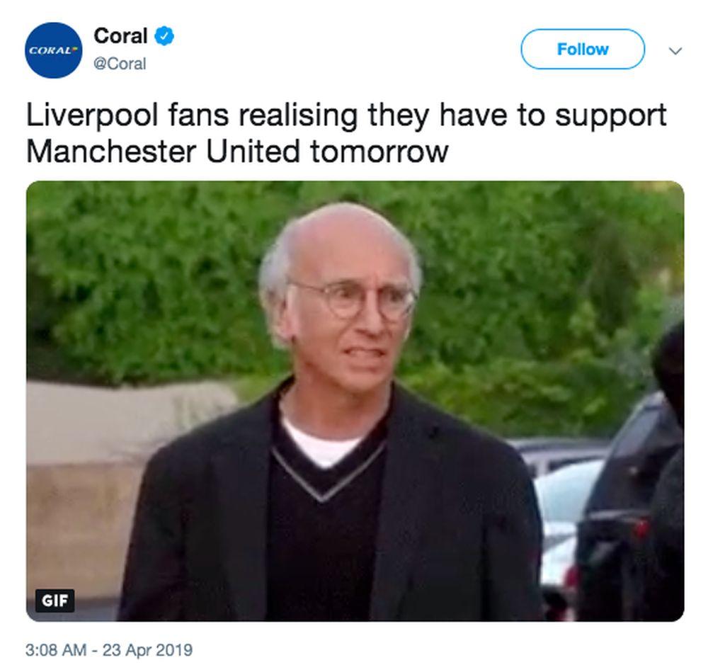 Ekspresi fans Liverpool begitu menyadari harus mendukung sang musuh bebuyutan, Manchester United. Foto: istimewa