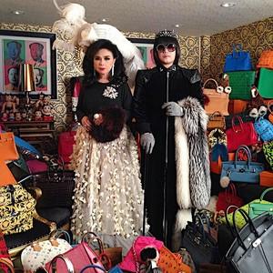 Ini Pria Crazy Rich Asians dan Ibunya yang Selalu Matching Bawa Tas Mewah