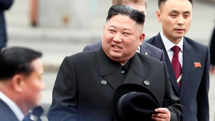 Pemimpin Korea Utara Kim Jong Un tiba di Rusia dengan kereta api khusus. Dalam kunjungan itu Kim Jong Un akan bertemu dengan Presiden Rusia Vladimir Putin.