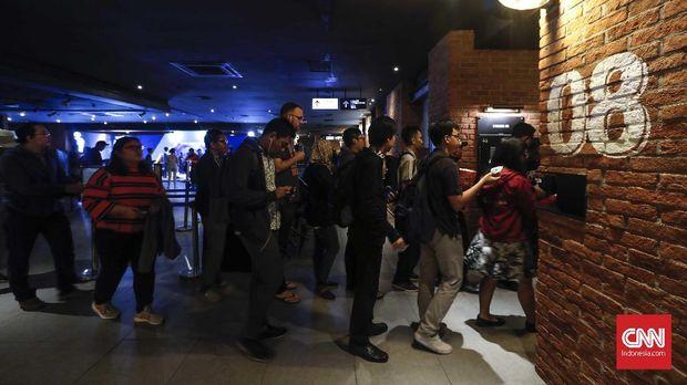Antrean penonton 'Avengers: Endgame' di bioskop CGV Grand Indonesia.
