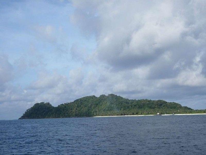 Pulau Senoa berada di Kabupaten Natuna, Kepulauan Riau. Kalau dilihat dari kejauhan, pulau ini akan terlihat seperti wanita hamil. (dtraveler)
