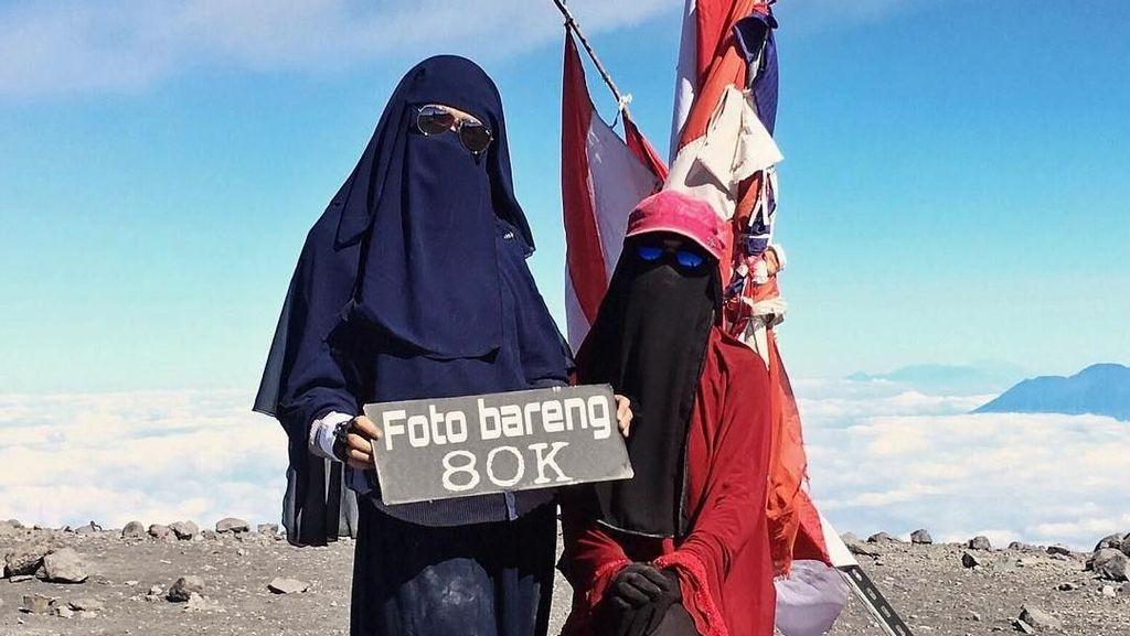 Foto: Inspirasi Hijab Cadar untuk Naik Gunung Ala Selebgram Fatihah