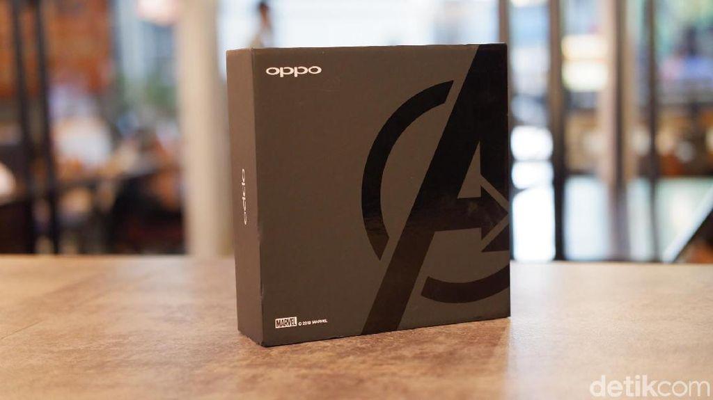 Kotak kemasan dibuat berbeda dengan versi standar. Dibuat berwarna hitam dihiasi logo Avengers. Foto: Adi Fida Rahman/detikINET