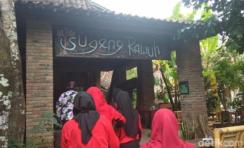 Kampoeng Dolanan Nusantara berada di Dusun Sodongan, Desa Bumiharjo, Kecamatan Borobudur, Kabupaten Magelang. Kampung ini berada 2 km di sebelah utara Candi Borobudur (Eko Susanto/detikcom)