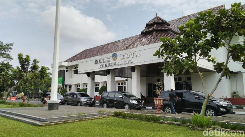 Kantor Digeledah KPK, Wali Kota Tasik Diam di Ruang Tamu
