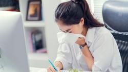 Saran Dokter Ketika Kamu Harus Masuk Kerja Saat Flu