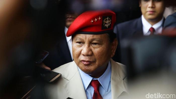 Prabowo Subianto menghadiri HUT ke-67 Kopassus di Markas Komando Kopassus, Cijantung, Jakarta, Rabu (24/4). Mantan Danjen Kopassus itu hadir dengan memakai baret merah.
