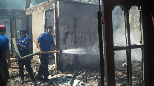Puing rumah warga yang terbakar di Kecamatan Ponjong, Gunungkidul.