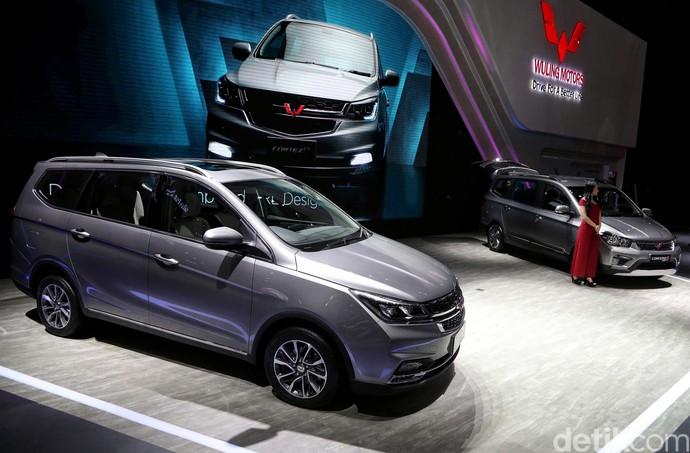 Ajang Indonesia International Motor Show (IIMS) 2019 jadi tempat Wuling Motors Indonesia merilis harga Wuling Cortez CT dan Confero S ACT, Jakarta, Kamis (25/4/2019).