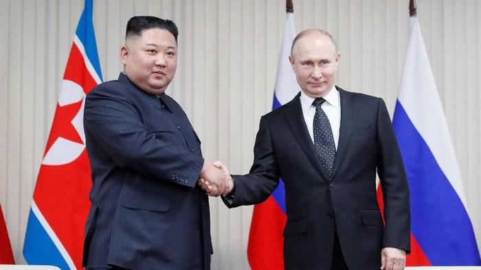 Pemimpin Korea Utara Kim Jong Un untuk pertama kalinya bertemu dengan Presiden Rusia, Vladimir Putin. Pertemuan itu berlangsung di Vladivostok, Rusia.