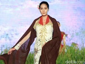 Ratusan Kebaya Karya Siswi SMK hingga Desainer Dipamerkan di Festival Kebaya