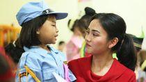 Saat Pramugari Lion Air Beraksi di Hadapan Anak-anak