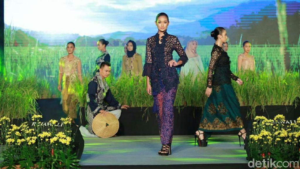 Banyuwangi Tumbuhkan Bibit Desainer Muda dengan Festival Kebaya