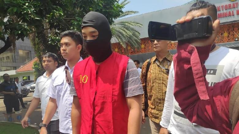 Diserahkan ke Jaksa, Ramyadjie Priambodo Pakai Penutup Muka