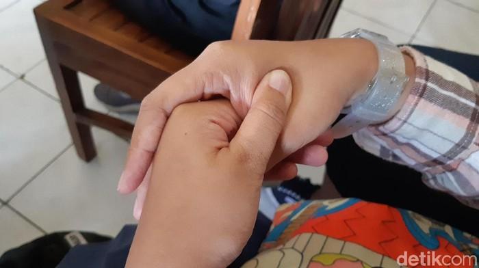 Asal dilakukan pada titik yang sesuai, pijat bisa meredakan keluhan ringan seperti migrain (Foto: Aisyah/detikHealth)