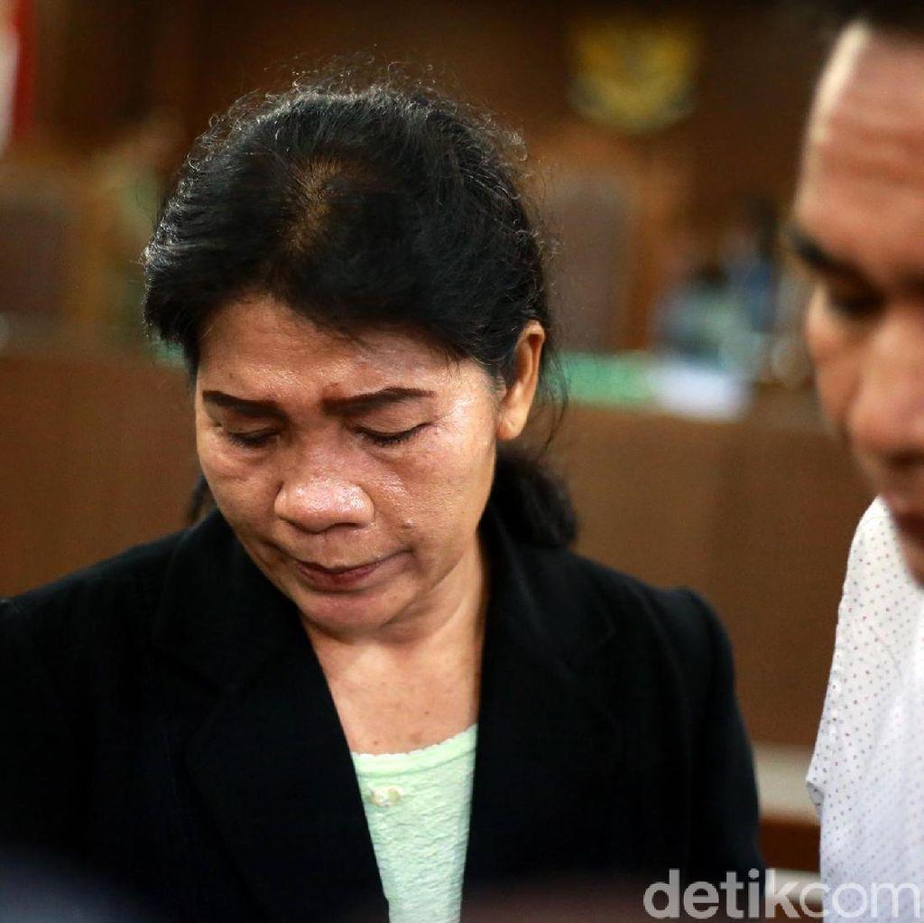 Hakim Merry Purba Tertunduk Lesu Dituntut 9 Tahun Penjara