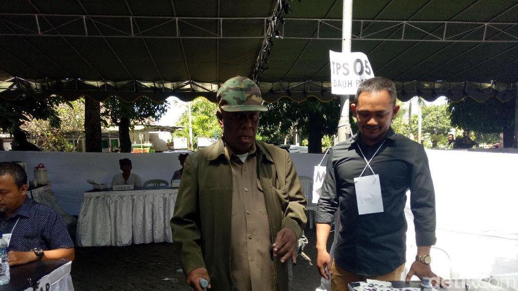 Kakek 79 Tahun di Denpasar Protes Harus Nyoblos Presiden 2 Kali