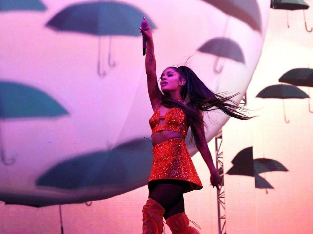 Tangis Ariana Grande Pecah saat Manggung di Kampung Halaman Mac Miller