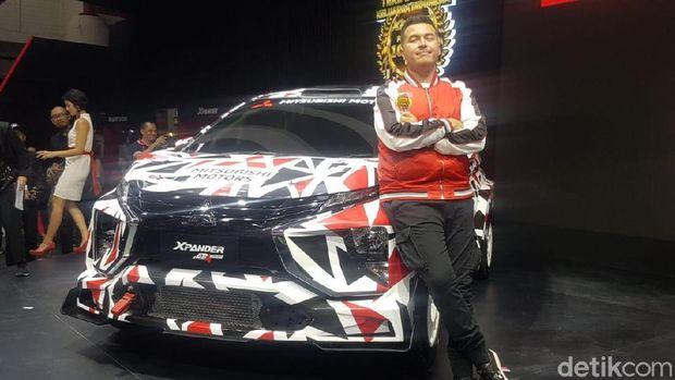 Rifat Sungkar berpose dengan Xpander AP4 Concept