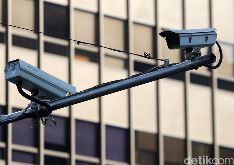 Tilang dari CCTV. Foto: Agung Pambudhy