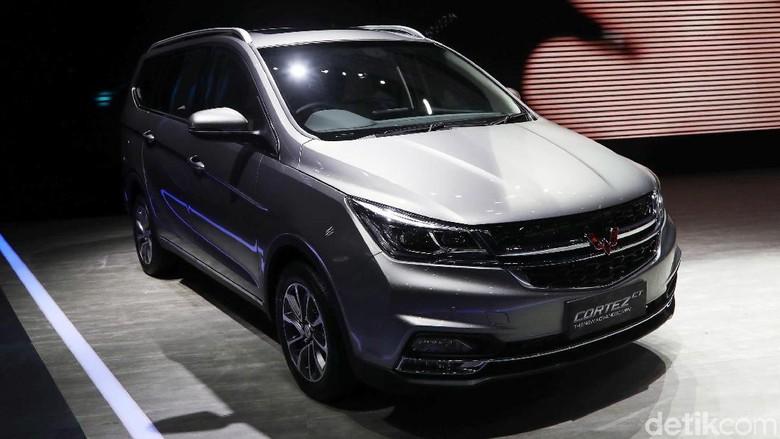 Indonesia International Motor Show (IIMS) 2019 jadi ajang Wuling Motors Indonesia merilis harga dua mobil pabrikan Cina tersebut. Berapakah Harganya?