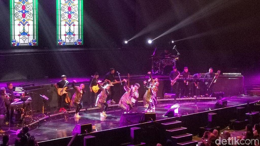 Apakah Kamu Buka Konser Merakit Yura Yunita