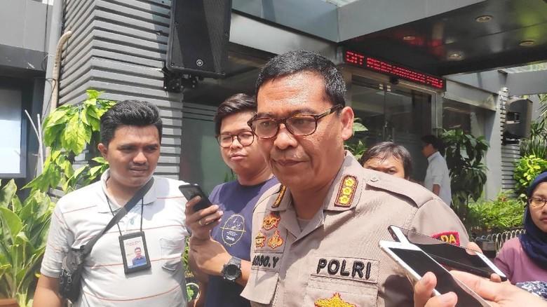 Polisi: Pelempar Molotov di Kantor DPP Golkar Pakai Penutup Kepala