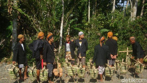 'Laku Lampah' Masyarakat Adat Bonokeling sambut Ramadan, Banyumas.