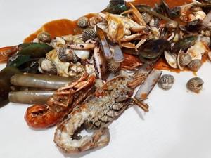 Louisiana Style Hadirkan Sensasi Santap Seafood Pakai Tangan