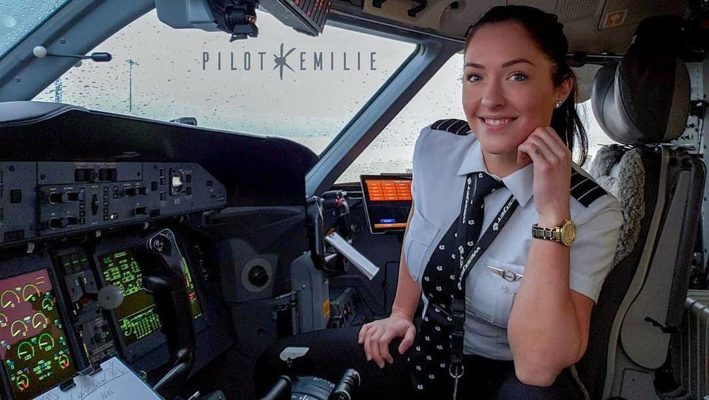 Ini Emilie, Pilot Seksi Hobi Traveling & Viral di Instagram