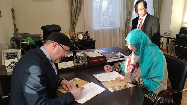Penandatanganan MoU kerja sama antara STEI Tazkia Bogor dengan Universitas Islam Rusia (RIU) di Kazan (24/4).