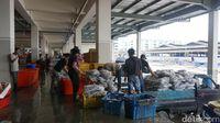 Serunya Berburu Kerang hingga Udang Jumbo Harga Miring di Pasar Ikan Muara Baru