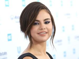 Selena Gomez Datang ke Pernikahan Bodyguard-nya dan Beri Pidato Manis