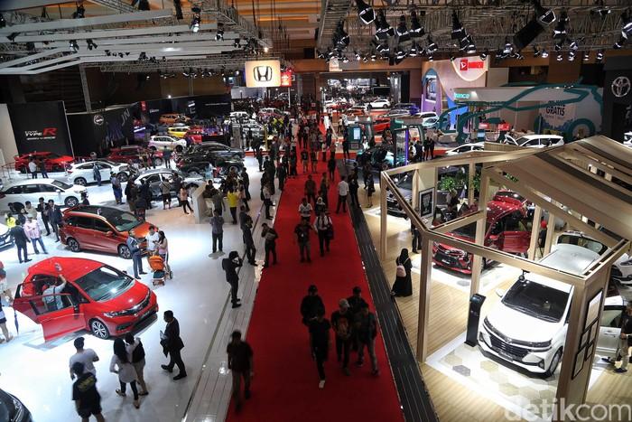 Indonesia International Motor Show (IIMS) 2019 telah memasuki hari kedua. Pengunjung pun terus meramaikan pameran otomotif tersebut.